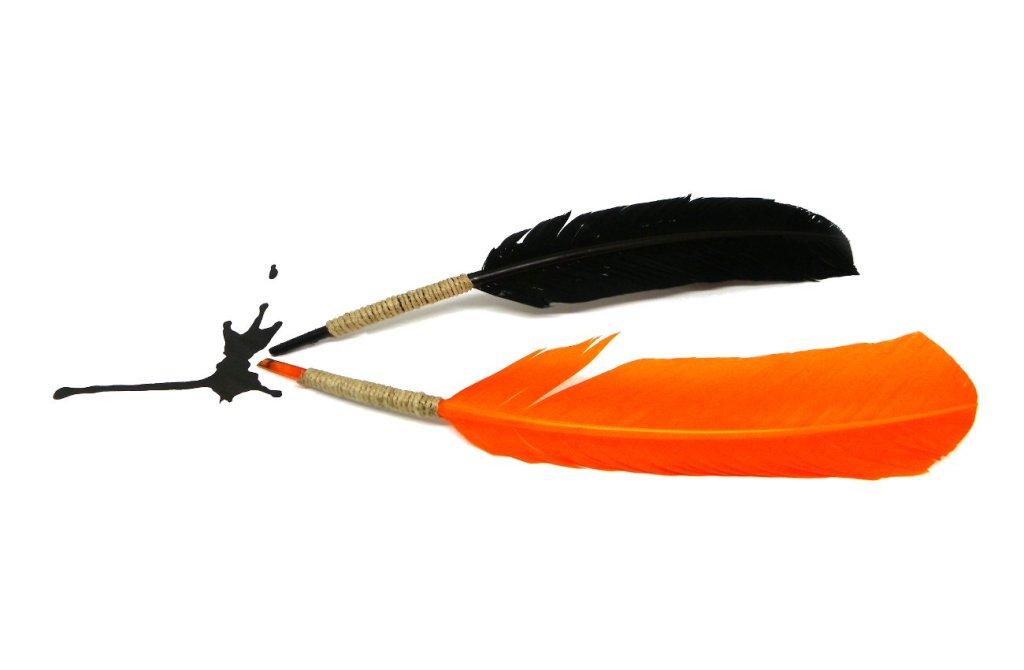 plumas estilograficas hechas de forma casera con plumas para manualidades de colores