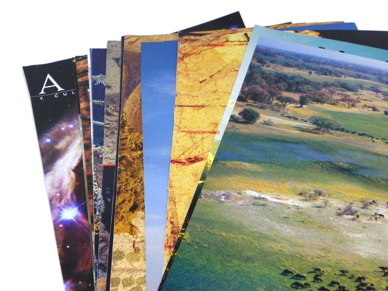 hojas de papel de revista para hacer marco decorativo