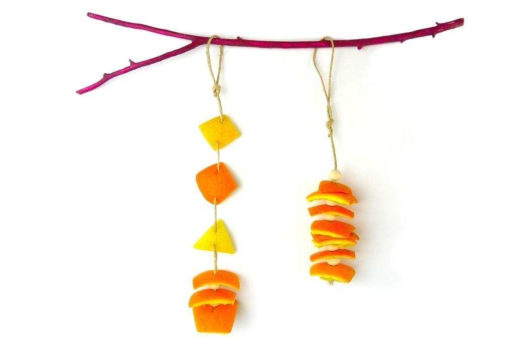 adorno aromatico hecho con cascaras de naranja y de limon para colgar en casa