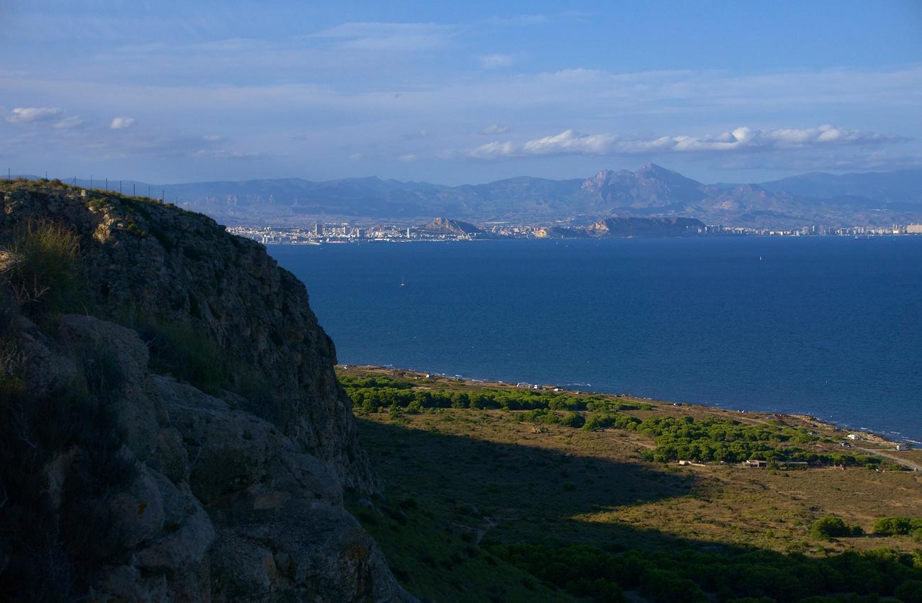 vista de la ciudad de alicante desde el cabo de santa pola