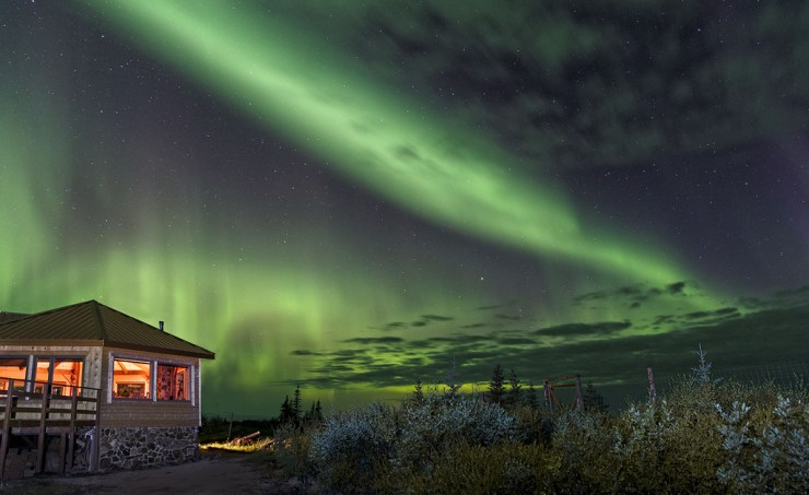 Northern lights over Nanuk Polar Bear Lodge. Charles Glatzer photo.