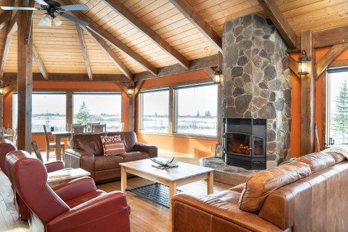 lounge-churchill-wild-nanuk-polar-bear-lodge-scott-zielke