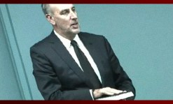 Brian Houston swearing on the bible to tell the truth and the whole truth at the Royal Commission.