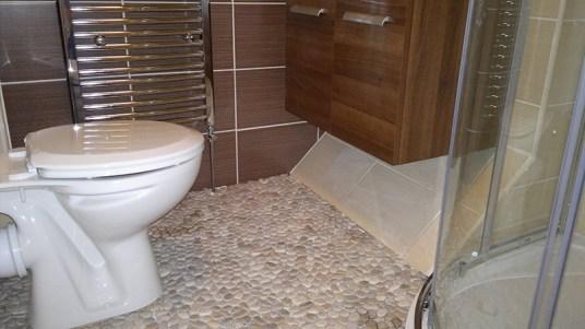 Contemporary bathroom ceramics and finishes.