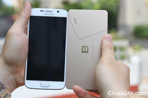 Kích cỡ Bphone tương đương điện thoại của Samsung.