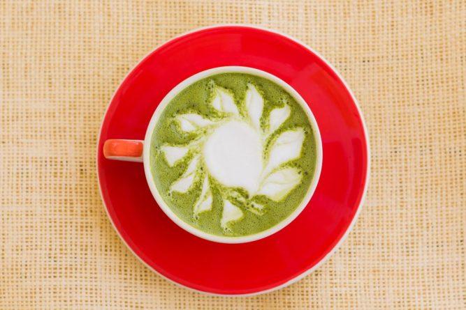 zelena kava s mliekom