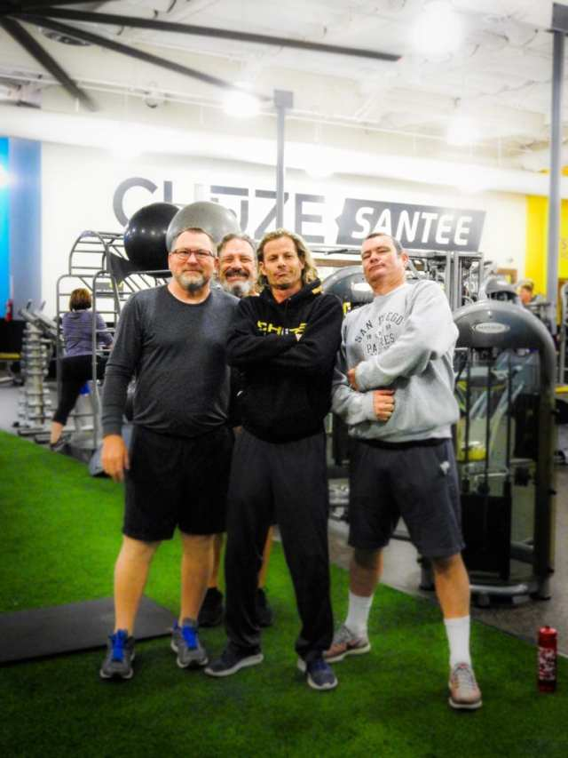 Instructor, Mark Darwell, and Chuze Members posing for a photo on the Chuze Santee turf area