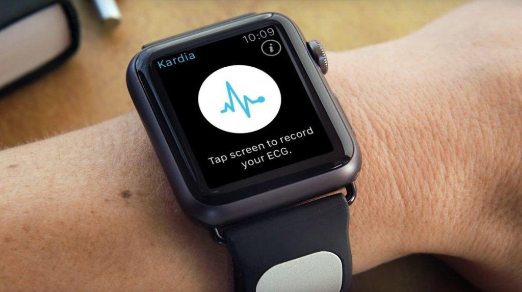Apple Watch pásek Kardia přináší monitorování srdečního tepu na lékařské úrovni