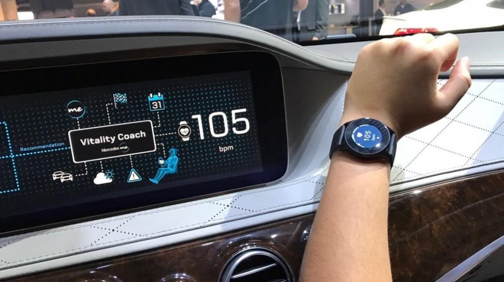Mercedes ve svých autech začne sledovat zdravotní stav řidiče