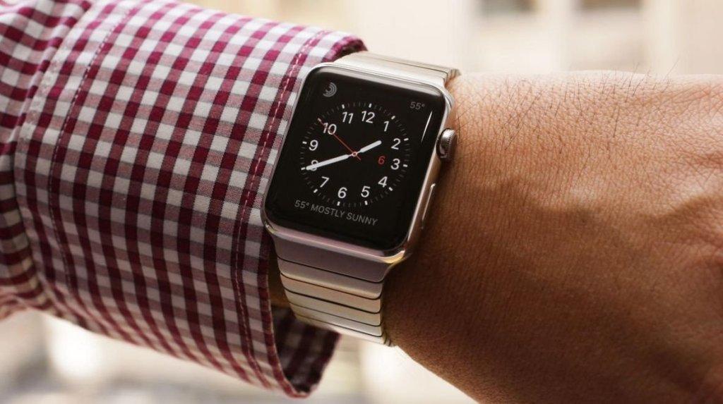 Uživatelé Apple Watch kontrolují své hodinky 60 až 80-krát denně