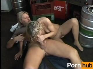 Nymphomaniac blonde bangs the bartender