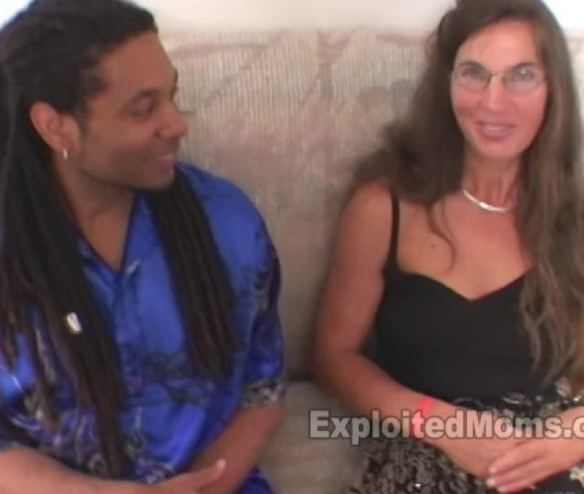 Real Mom Does Her 1st Amateur Milf Porn In Interracial Video