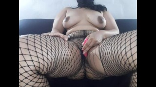 Novinha safada se masturbando no sofá