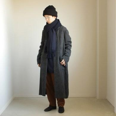 チャクラのコーディネート – 丈の長さの違う2つの暖かいコート。