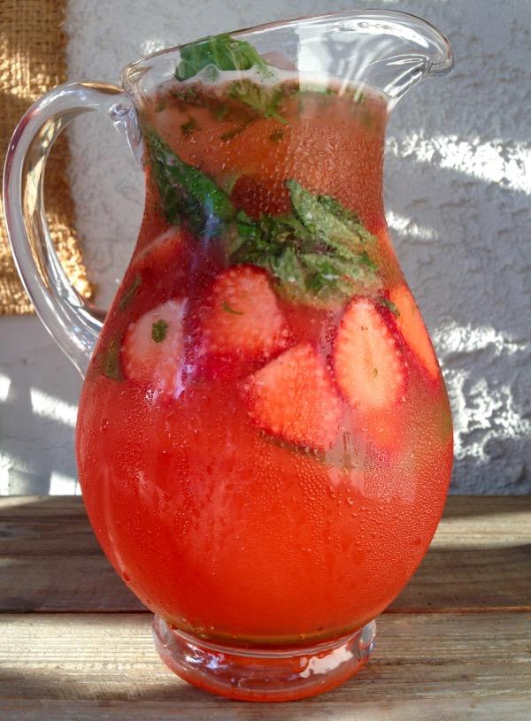 Strawberry Basil Lemonade Recipe - Ciao Florentina