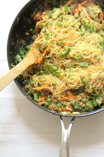 singapore style noodles with paneer