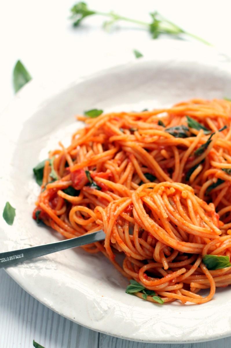 Cherry Tomato & Garlic Butter One Pot Spaghetti