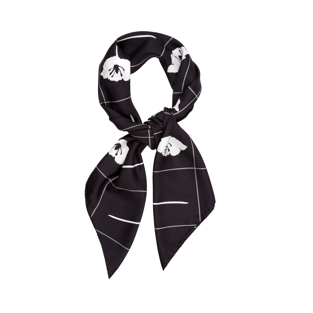 DESIGNER CRISS CROSS FLEUR IN BLACK AND WHITE
