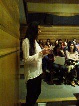 Diana Faria do 10.º ano lê para o público