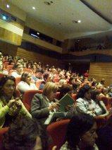 A plateia com cerca de 3 centenas de pessoas.