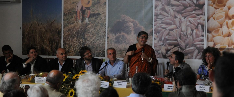 Vandana Shiva con La Terra e il Cielo