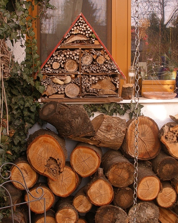 25 insect hotel