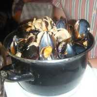 moules marinières (mussels in a creamy white wine sauce)