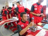 suasana praktek pengukuran di workshop yamaha training center surabaya4