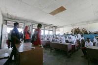 Komunitas saat belajar bersama dengan siswa SD Inpres Salura