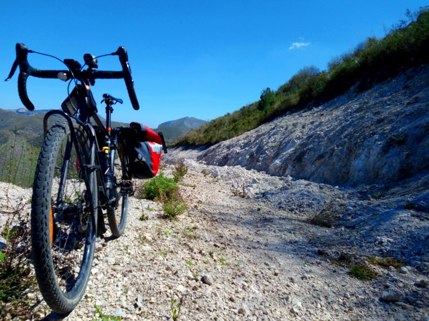 bici gravel sulla Magna Via Francigena