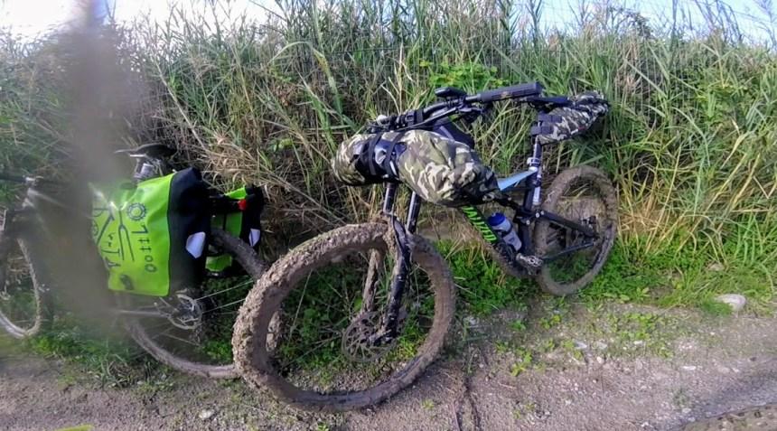 mountain bike specialized piena di fango