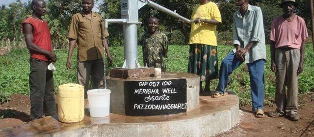 pazzo da viaggiare costruisce i pozzi in africa