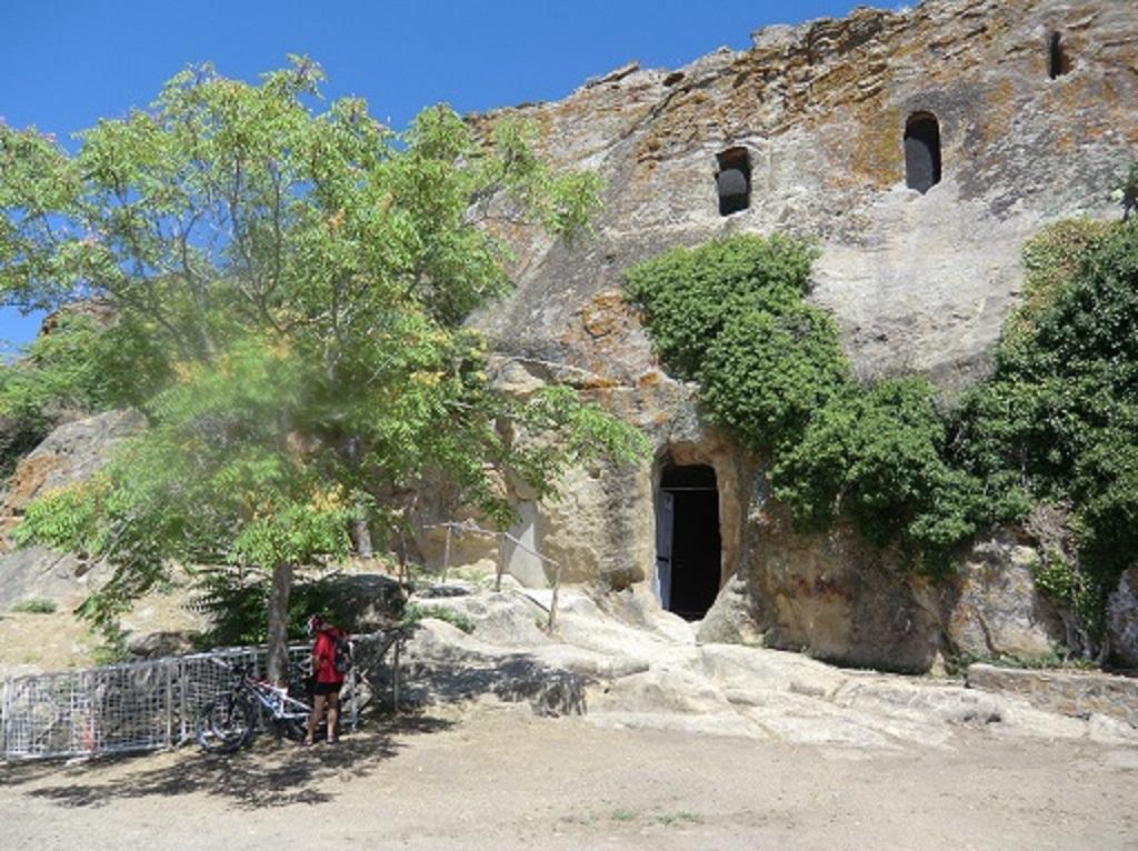 Grotte-della-Gurfa-da-fuori_
