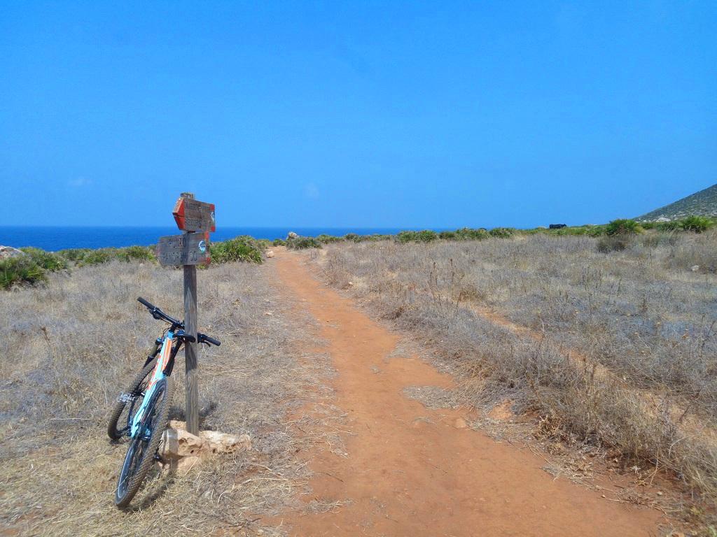 segnaletica sentieri in mountain bike monte Cofano Sicilia