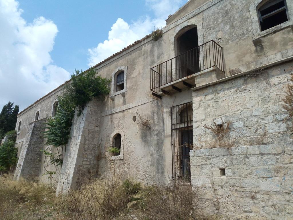 facciata Santa maria della provvidenza a noto antica