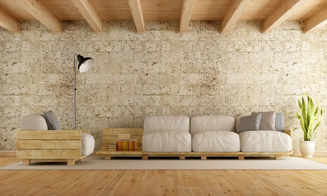 Uma sala de estar simples e ao mesmo tempo moderna. A madeira aqui foi usada para preparar o sofá e a poltrona, combinando com o resto do ambiente.