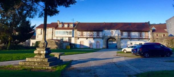 Entrada ao conxunto do mosteiro de Sobrado