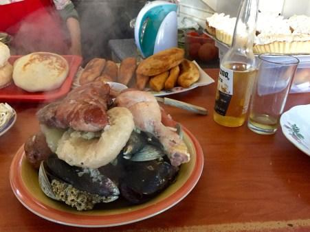 Curanto, prato da gastronomía chilota. Impresionante!!