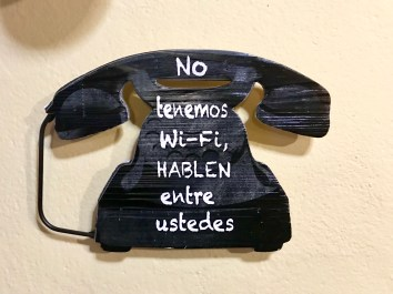 Simpático letreiro nunha baiuca da localidade de Hervás (Cáceres)