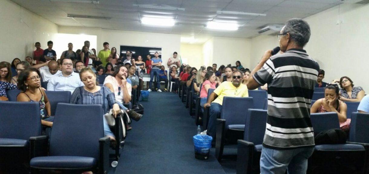 Professores recusam parcelar reajuste do piso e deflagram greve no Piauí