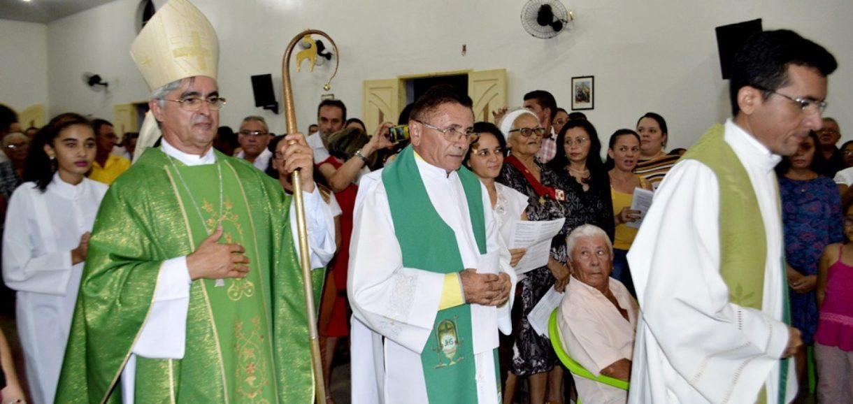 Comunidade de Alagoinha do PI acolhe seu primeiro Padre; veja fotos