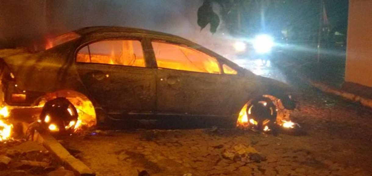 Carro é incendiado após briga de trânsito no Piauí; veja vídeo