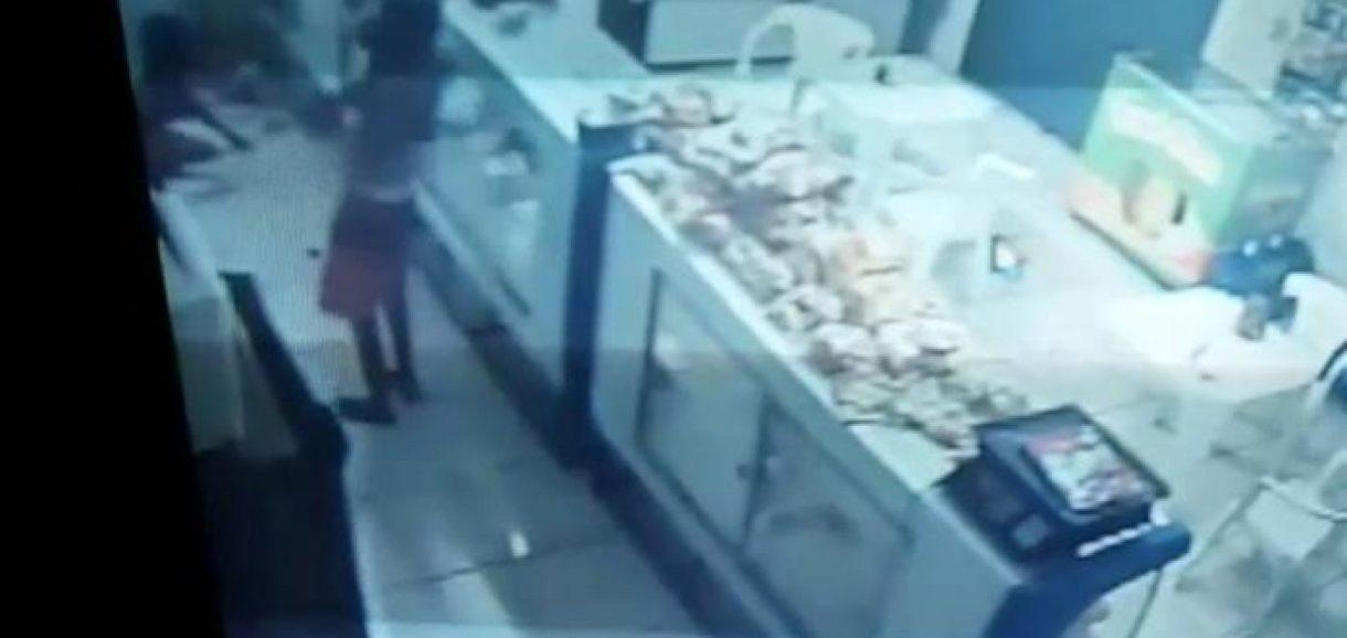 Adolescentes dançam durante furto a padaria no Piauí