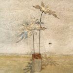 パパイヤの葉と鉄塊を組み合わせたアートオブジェ作品です。