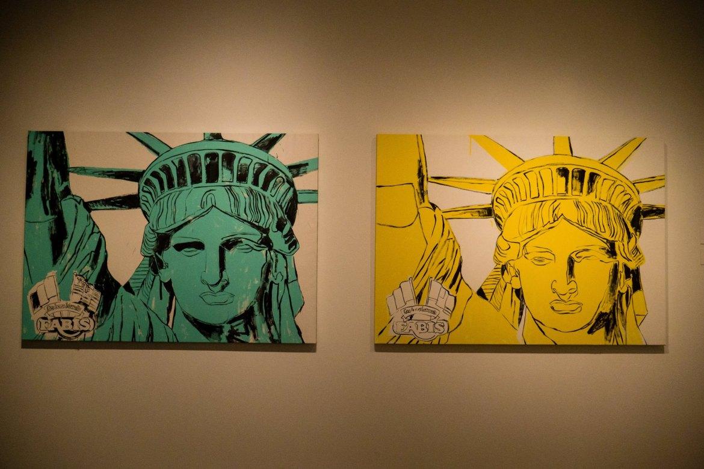 """Statua Wolności na 100-lecie istnienia: sportretowana w stylu """"celebryckim"""". Zwróć uwagę na detal w rogu z dwiema flagami..."""