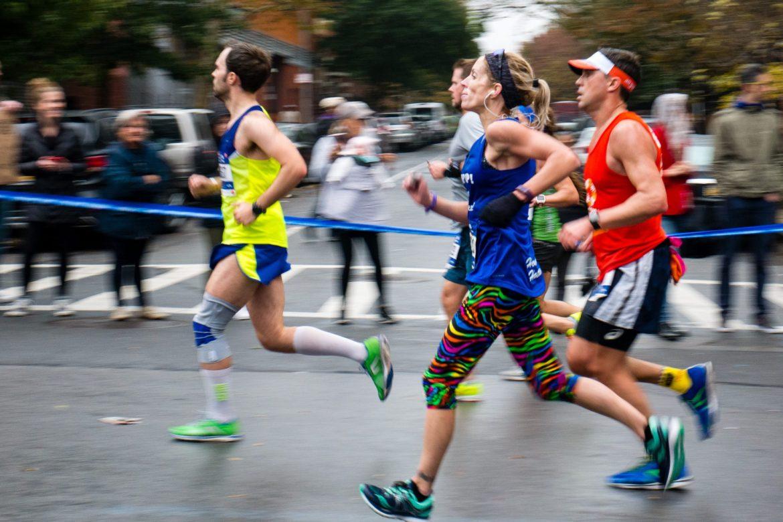 Biegaczka, NYC maraton | f6.3, 1/80sek, 80mm, ISO 800