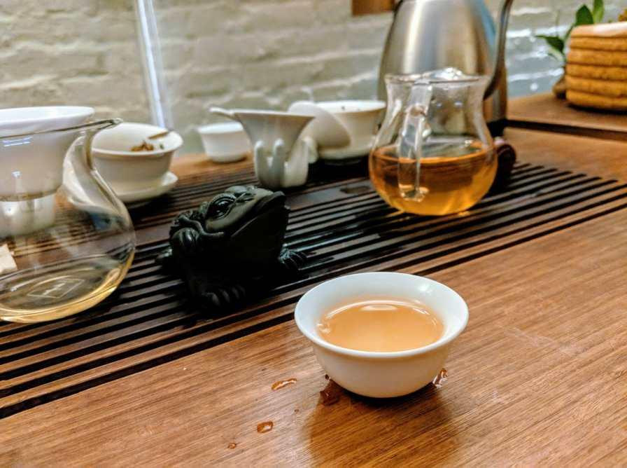 Herbata w Tea drunk wraz z moją herbacianą żabą, Nowy Jork