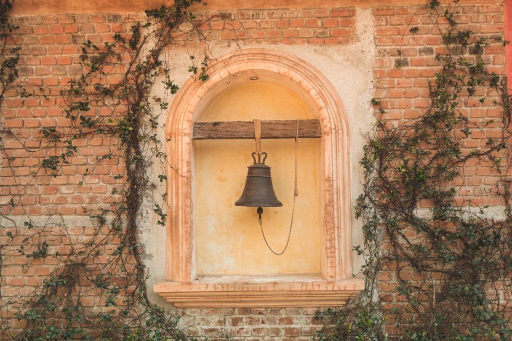 Dzwon na dziedzińcu w Taco Bell