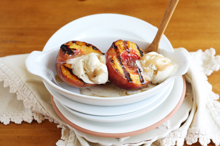 grilled peaches with vanilla bean ice cream and salted caramel sauce
