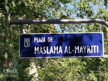 Nueva placa de la plaza de Maslama al-Mayriti 3